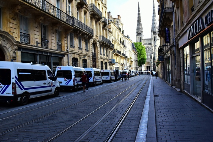 AAA_Bordeaux_750_3093s_resize