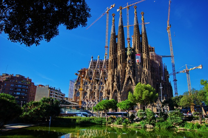 Sagrada_Familia_Morning_Reflection_D3S0091
