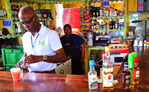 12242017_Barbados_Making_Rum-Punch_ron_carrington_750_0061_resize