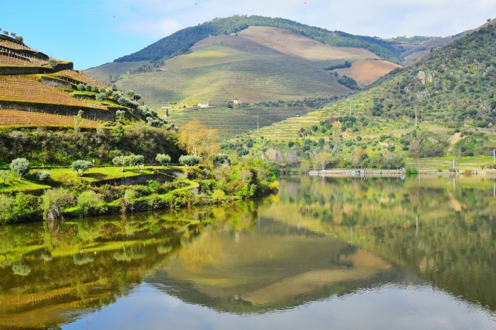 04142018_Pinhao-Portugal_Douro_River_Reflection_750_6481_resize