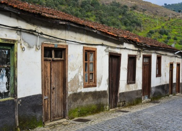 04142018_Pinhao-Portugal_Old_Bldg_750_6496_resize