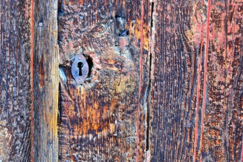 04142018_Pinhao-Portugal_Rough-Door&Lock_750_6485_resize