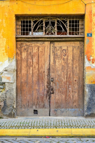04142018_Pinhao-Portugal_Yellow-door_Horseshoes_750_6501_resize