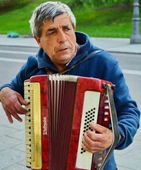 Street-Musician_750_5748a